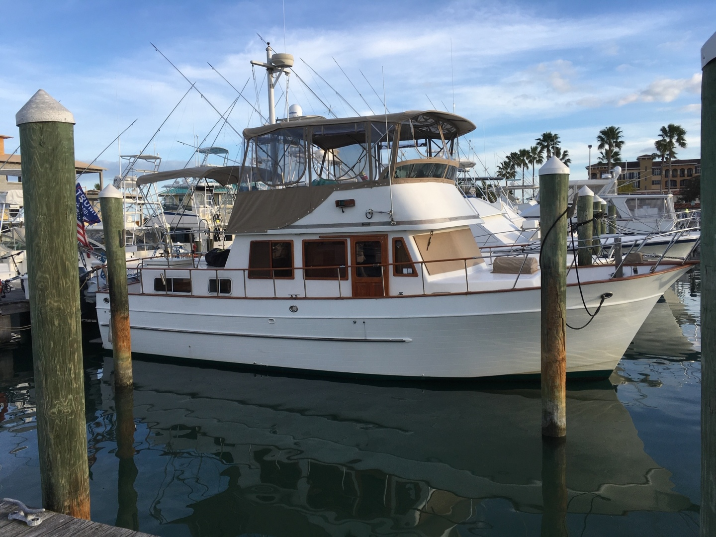 1998 38' Marine Trader Double Cabin